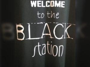 Hasil sablon hitam dengan Rubber White R280